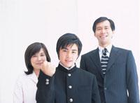 ガッツポーズの息子と両親