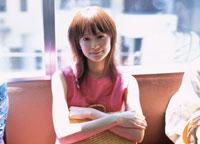 電車内の日本人女性 02299001218| 写真素材・ストックフォト・画像・イラスト素材|アマナイメージズ