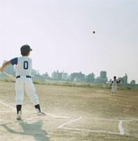 ピッチャーとバッターの野球少年 日本人