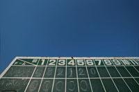 野球のスコアボードと青空 02299002301| 写真素材・ストックフォト・画像・イラスト素材|アマナイメージズ