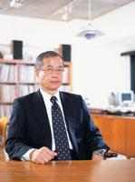 オフィスの中高年ビジネスマン 02299003009| 写真素材・ストックフォト・画像・イラスト素材|アマナイメージズ