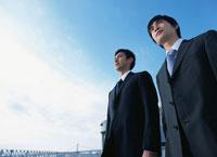 2人の日本人ビジネスマン 02299003152| 写真素材・ストックフォト・画像・イラスト素材|アマナイメージズ