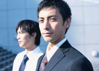 2人の日本人ビジネスマン 02299003177| 写真素材・ストックフォト・画像・イラスト素材|アマナイメージズ