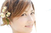 20代女性ポートレイト 02299004241| 写真素材・ストックフォト・画像・イラスト素材|アマナイメージズ