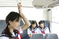 通学途中の中学生