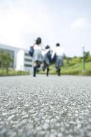 走っている中学生