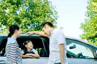 車と日本人親子