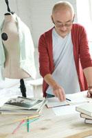 男性デザイナー 02299005711  写真素材・ストックフォト・画像・イラスト素材 アマナイメージズ