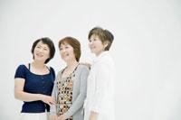 中年女性三人