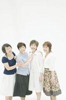 中年女性四人