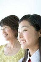 微笑む女性と女の子 02299007076A  写真素材・ストックフォト・画像・イラスト素材 アマナイメージズ