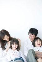 家族4人のポートレート