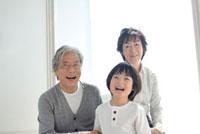 祖父母と孫息子のポートレート