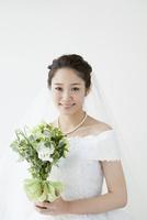 ブーケを持つ花嫁ポートレート