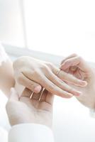 新婦に指輪をはめる新郎の手元 02299008136| 写真素材・ストックフォト・画像・イラスト素材|アマナイメージズ