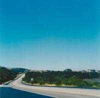 道と空 02301000122| 写真素材・ストックフォト・画像・イラスト素材|アマナイメージズ
