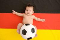 ドイツ国旗と赤ちゃんとサッカーボール