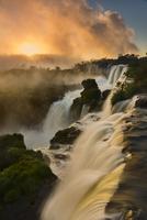 Iguazu Falls at sunrise, Iguazu National Park, Argentina 02314006459  写真素材・ストックフォト・画像・イラスト素材 アマナイメージズ