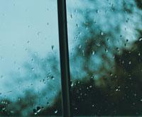 雨の日の窓
