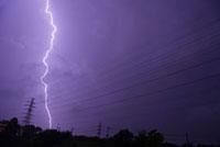 落雷と高圧線鉄塔