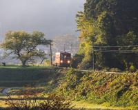 秋の木次線 02328002819| 写真素材・ストックフォト・画像・イラスト素材|アマナイメージズ
