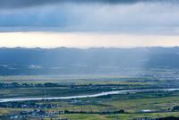 金倉山から見た通り雨