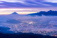 高ボッチから朝焼けの諏訪湖と富士山