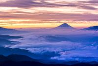 高ボッチから朝焼けの富士山