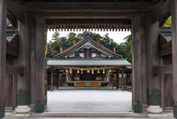 宗像大社 辺津宮の拝殿 02328004457| 写真素材・ストックフォト・画像・イラスト素材|アマナイメージズ