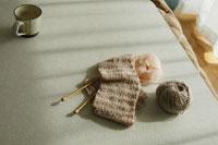 コタツに置かれた編み物