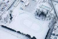 雪に覆われた校庭 02332000140| 写真素材・ストックフォト・画像・イラスト素材|アマナイメージズ