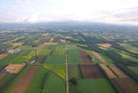 新得町の畑の風景 02332000230| 写真素材・ストックフォト・画像・イラスト素材|アマナイメージズ