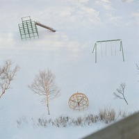 雪の中の公園