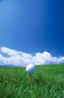 ゴルフボールと青空