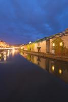 小樽運河暮色 02335006950| 写真素材・ストックフォト・画像・イラスト素材|アマナイメージズ
