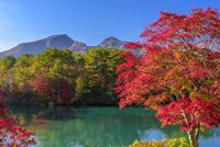 秋の裏磐梯五色沼と磐梯山