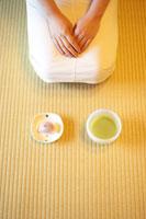 日本茶と和菓子 02336000380| 写真素材・ストックフォト・画像・イラスト素材|アマナイメージズ