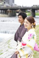 浴衣姿の日本人20代カップル