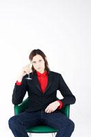 シャンパンを飲む外国人20代男性