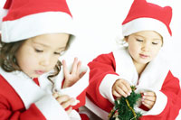 サンタの格好の双子の女の子