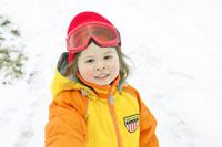 スキー場で遊ぶ女の子