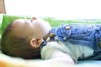 赤ちゃんの寝顔 02336002500  写真素材・ストックフォト・画像・イラスト素材 アマナイメージズ