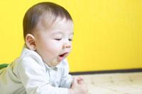 赤ちゃん 02336002523  写真素材・ストックフォト・画像・イラスト素材 アマナイメージズ