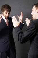 2人の外国人ビジネスマン 02336002620| 写真素材・ストックフォト・画像・イラスト素材|アマナイメージズ