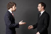 2人の外国人ビジネスマン 02336002626A| 写真素材・ストックフォト・画像・イラスト素材|アマナイメージズ