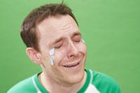 泣き顔の外国人男性
