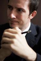 ペンを持っているビジネスマン 02336002804| 写真素材・ストックフォト・画像・イラスト素材|アマナイメージズ