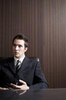 ペンを持っているビジネスマン 02336002806| 写真素材・ストックフォト・画像・イラスト素材|アマナイメージズ