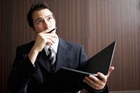 ファイルを持っているビジネスマン 02336002812| 写真素材・ストックフォト・画像・イラスト素材|アマナイメージズ