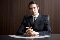 トランプを選ぶビジネスマン 02336002823| 写真素材・ストックフォト・画像・イラスト素材|アマナイメージズ